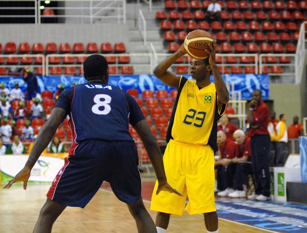 Nezinho, seleção militar de basquete (Foto: Alexandre Durão/Photocamera)