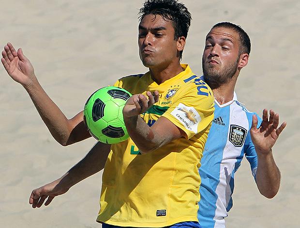 futebol de areia bruno malias brasil argentina (Foto: Agência EFE)