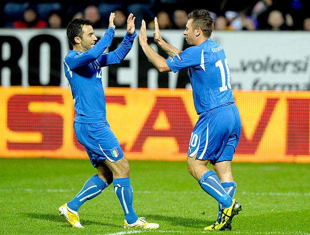 e62afac90f Antonio Cassano e Giuseppe Rossi comemoram gol da Itália (Foto  Getty  Images)