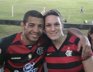 José Aldo e esposa Vivianne Oliveira em jogo do Flamengo (Foto: Arquivo Pessoal)