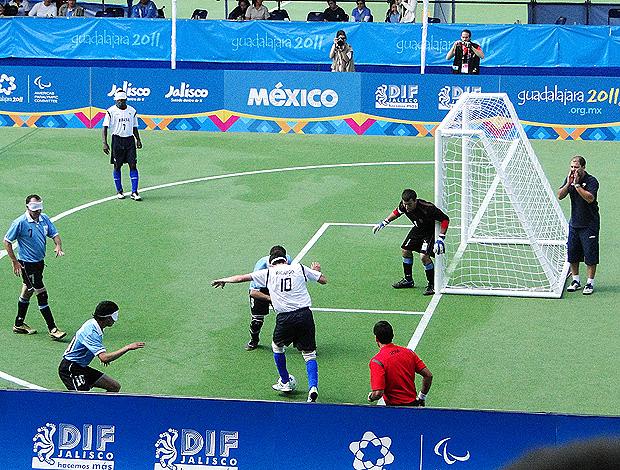 Luis Felipe chamador futebol de 5 parapan (Foto  Helena  Rebello Globoesporte.com 8ba8e8de39bd0