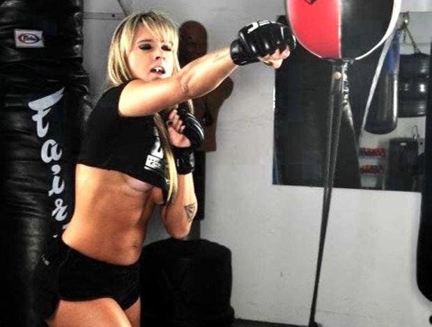 Reprodução Twitter Juju Salimeni posa para revista do UFC (Foto: Reprodução Twitter)