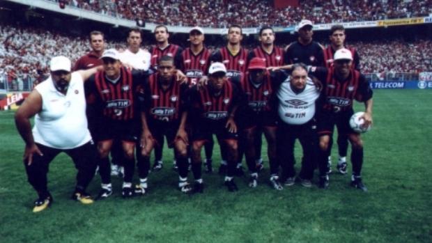 Time do Atlético-PR campeão brasileiro em 2001 (Foto  Divulgação Atlético-  Título ... 2f466a27b9866