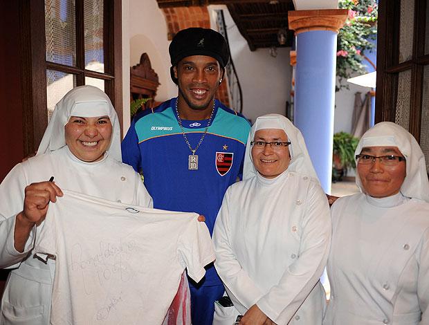 c3dc6442ef Concentração do Flamengo em Sucre recebe a visita de freiras ...