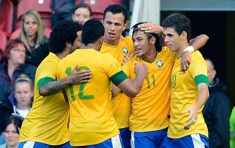 96858b0ab4 Entre vaias e aplausos para Neymar