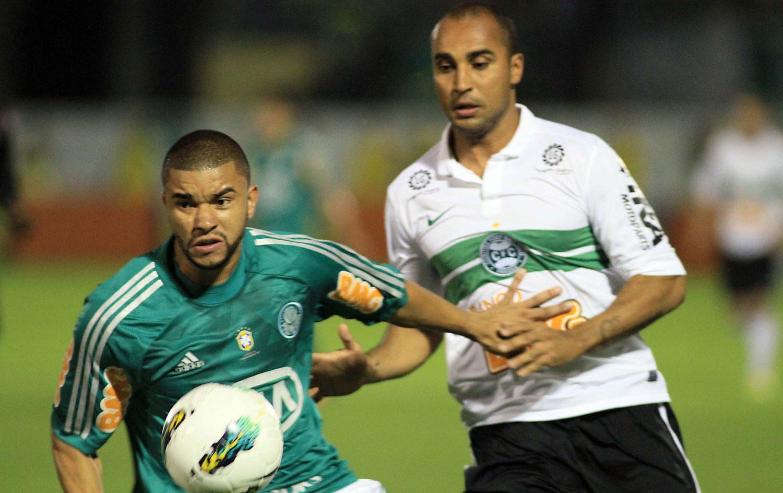 d794f23533 Coritiba vence em Araraquara e afunda o Palmeiras no Z-4 ...