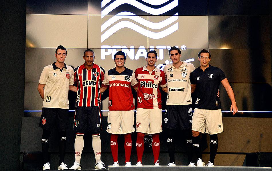 Sete clubes ganham uniforme com visual retrô  veja as fotos ... 76e59ef583b7f
