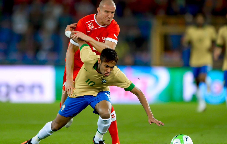 Dani Alves faz contra 69e7a0c5aa45f