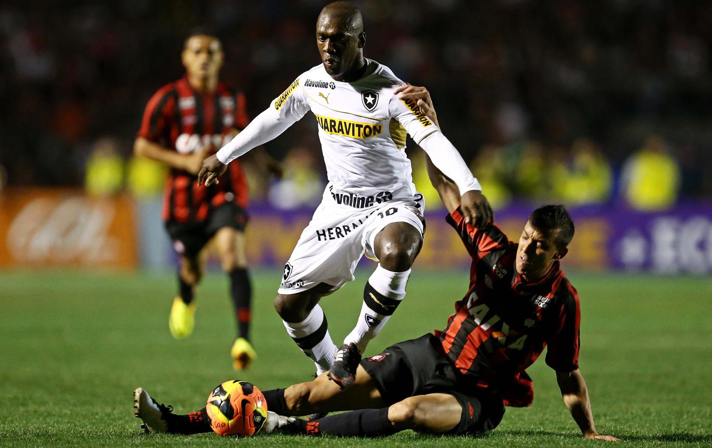 6255bbe0ac Roger Flores critica falta de opções no banco do Botafogo após derrota