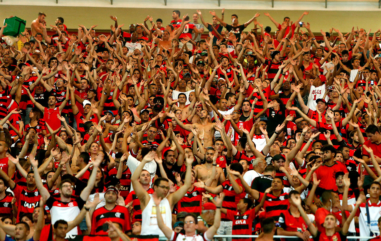 VÍDEO  Torcedor critica a torcida do Flamengo após jogo contra o  Corinthians  Só 8839c14d7da86