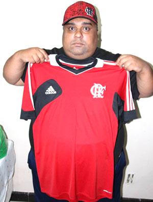 9d8d8ddf39f2e Fanáticos FC  flamenguista opera o estômago para voltar a vestir o  manto
