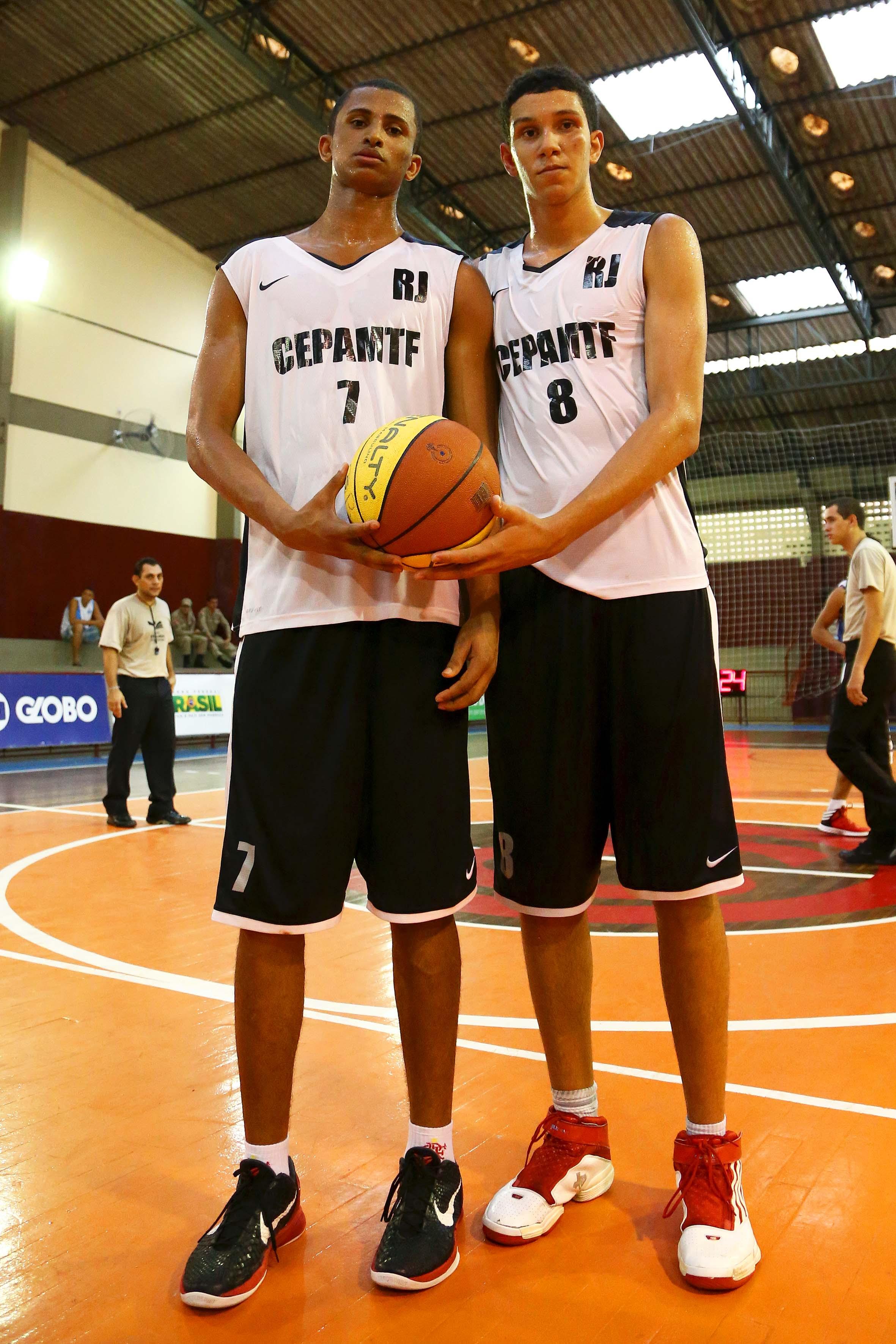 Jogo de futebol de basquete
