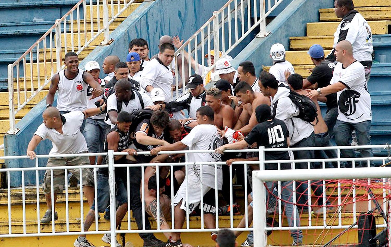 Fifa assegura que violência não se repetirá em estádios na Copa de 2014  f6aa4ecc60750
