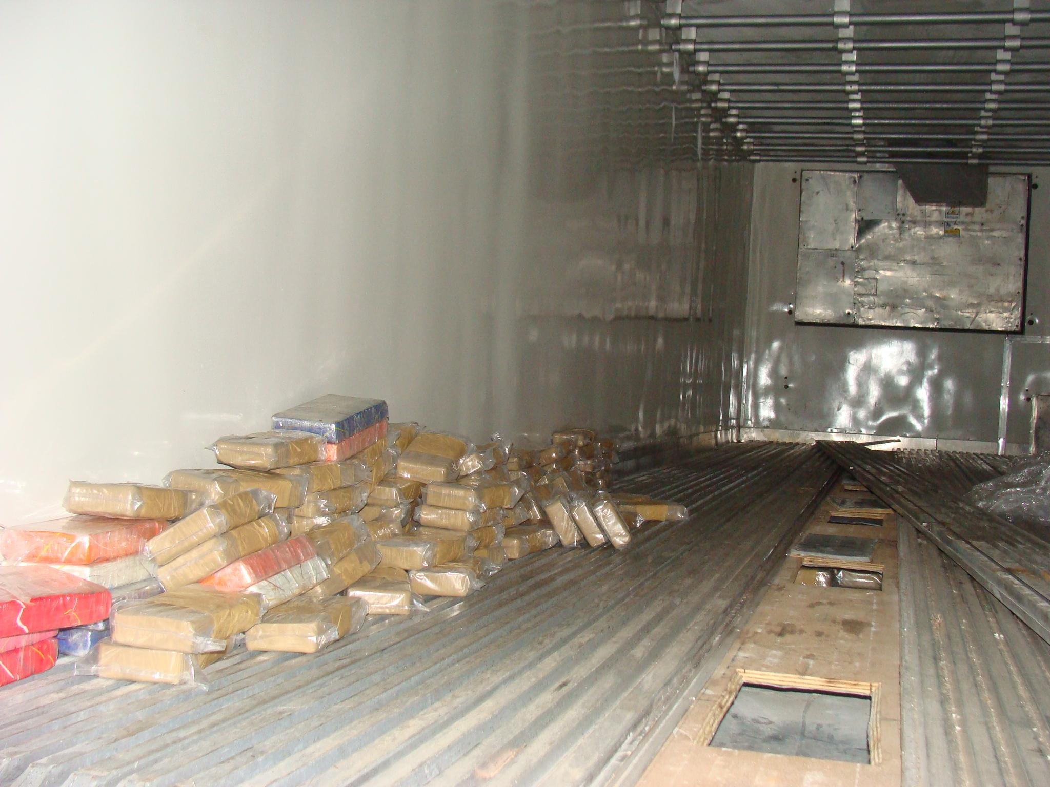 e5f77aadbf Polícia apreende 300 kg de drogas em galpão de organizada palmeirense