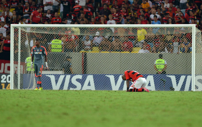 Fla perde e é eliminado em novo  Maracanazo  diante de mexicano ... 70d54f31b7eca