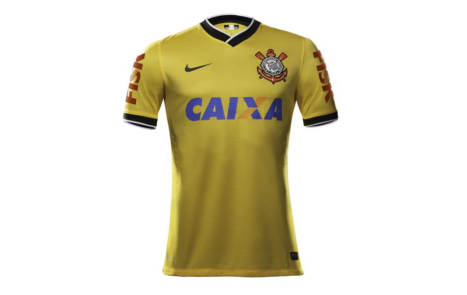 Além da laranja  relembre outras camisas diferentes do Corinthians 81314a092fd10