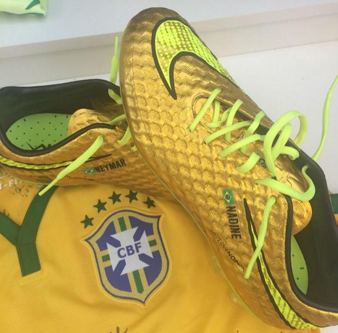 180f4c7952 Neymar relembra idolatria por Robinho e destaca chuteira dourada ...