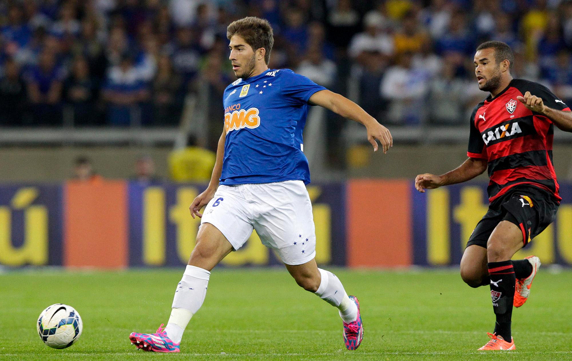 Lucas Silva garante que só deixa o Cruzeiro por uma proposta irrecusável  79ef85cb5de81
