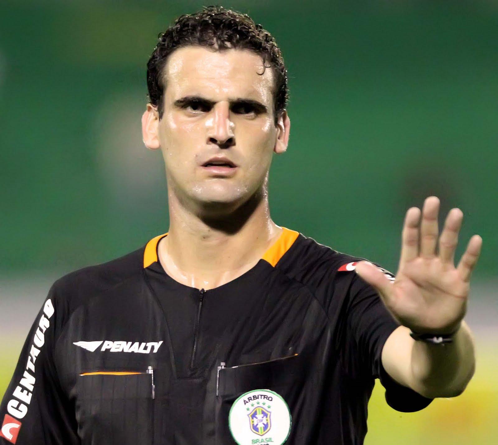 Melhor árbitro do Paulistão abandona quadro da CBF e critica Sérgio Corrêa 7a2426bfe71bd