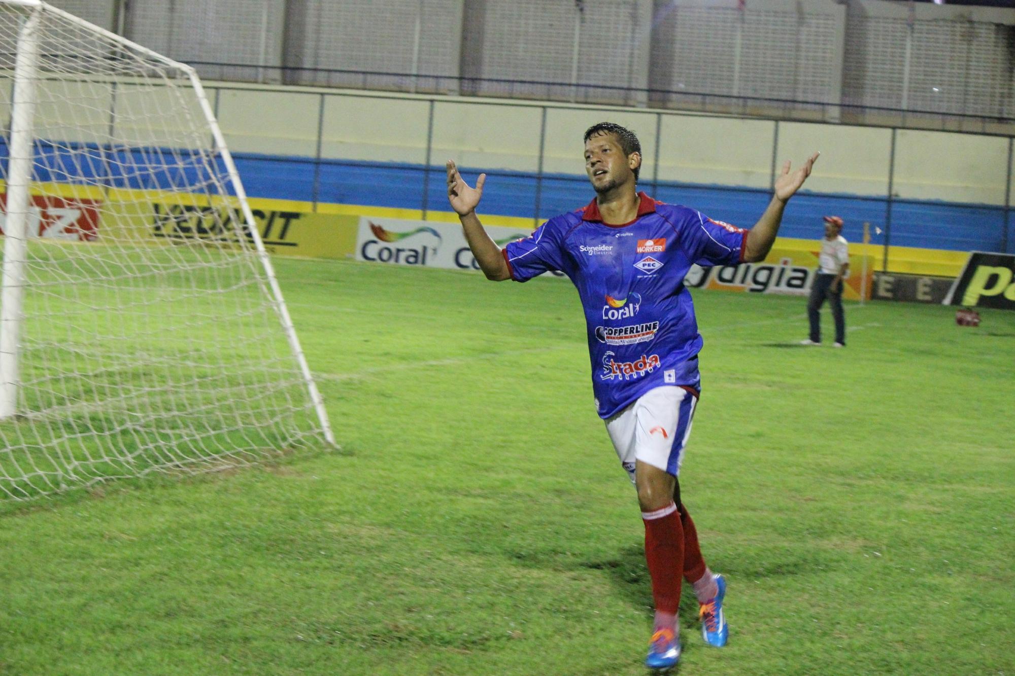 Pesqueira anuncia atacante Raphael Freitas como reforço para o ... - Globo.com