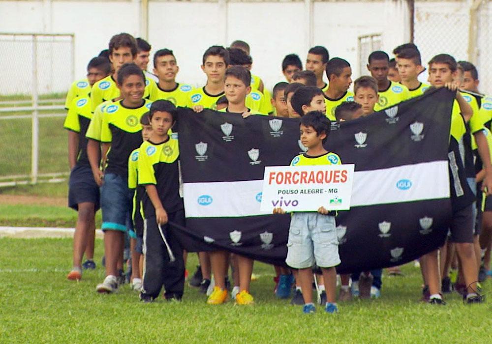 Jovens atletas tentam espaço no futebol nacional na 15ª Brazil Cup - Globo.com