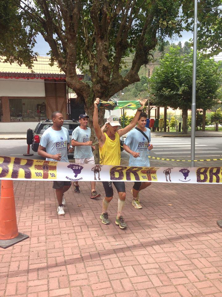 Ultramaratonista garante lugar mais alto no pódio em prova de 281 km - Globo.com