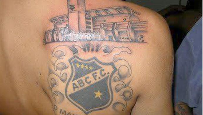 """""""É como minha casa"""", diz torcedor que tatuou fachada de estádio no ... - Globo.com"""