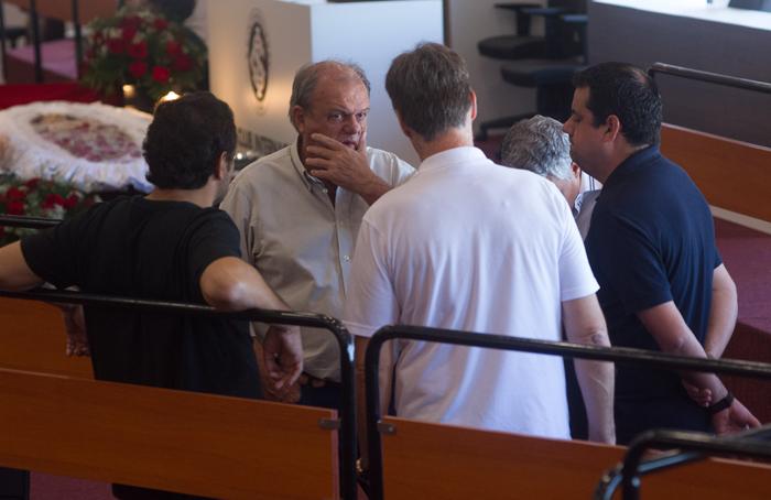 Corpo de dirigente do Inter é velado em domingo de comoção no ... - Globo.com