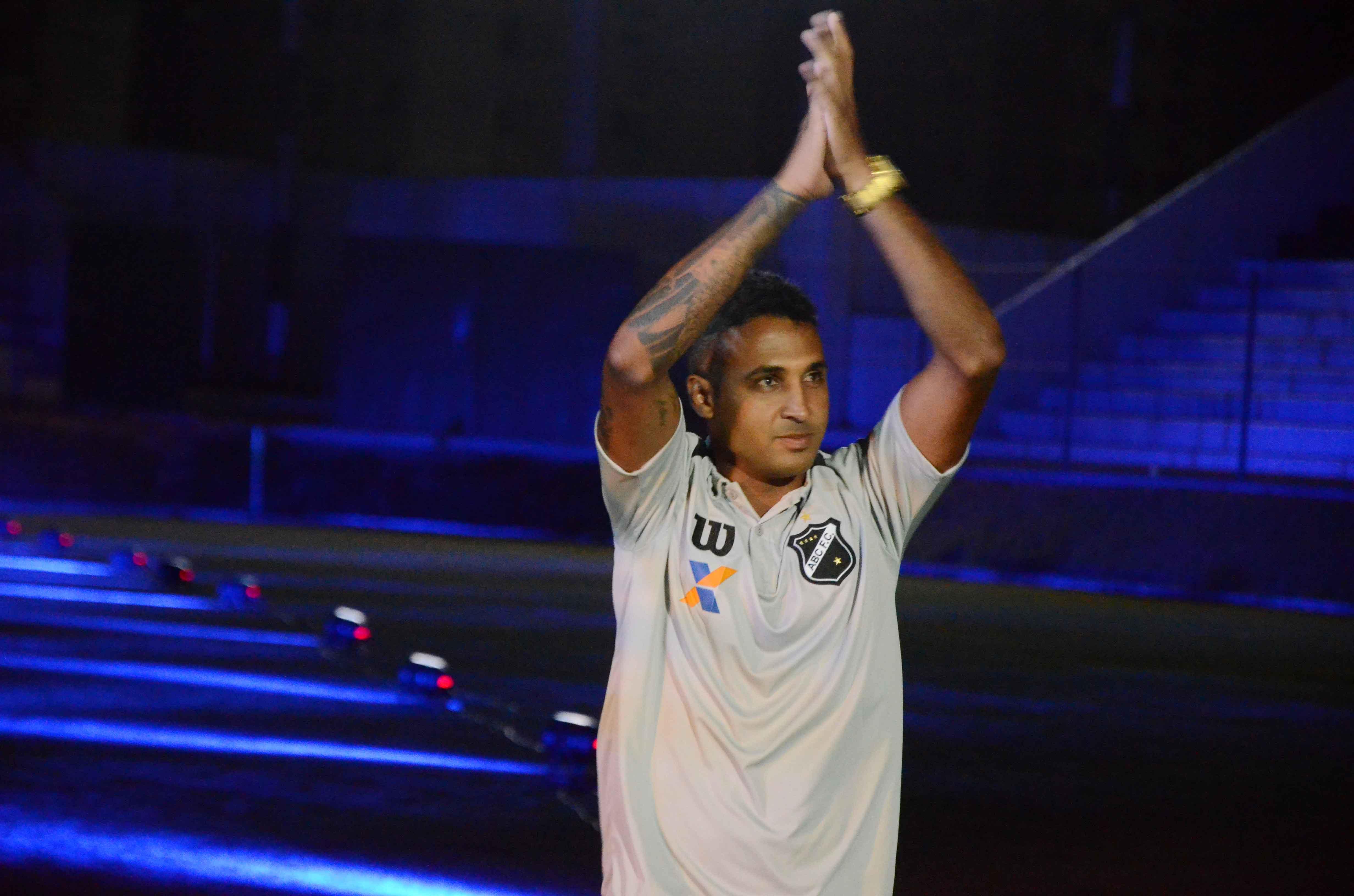 Fabinho Alves espera retribuir carinho da torcida do ABC em campo - Globo.com