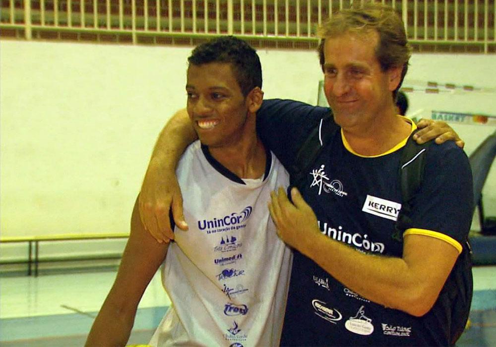 Jovem usa o vôlei para superar dificuldades em Três Corações - Globo.com