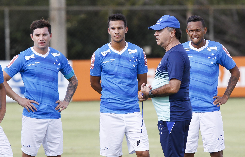 Marcelo Oliveira tem time titular quase pronto para a estreia na  Libertadores ddbb9754736b9