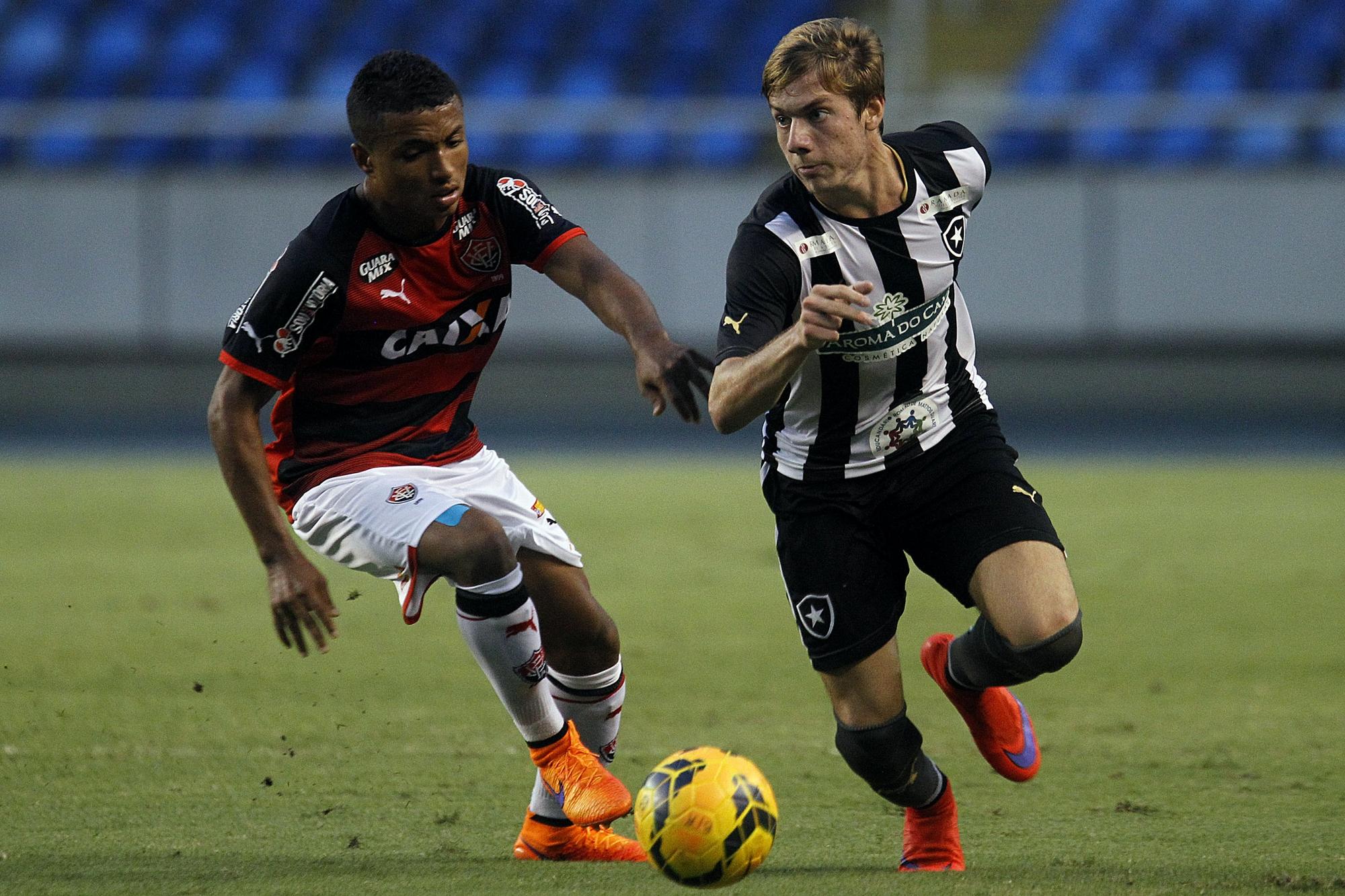 Dos R  60 milhões aos 35%  o fim do ciclo do menino de ouro do Botafogo 14c40e2db20b5