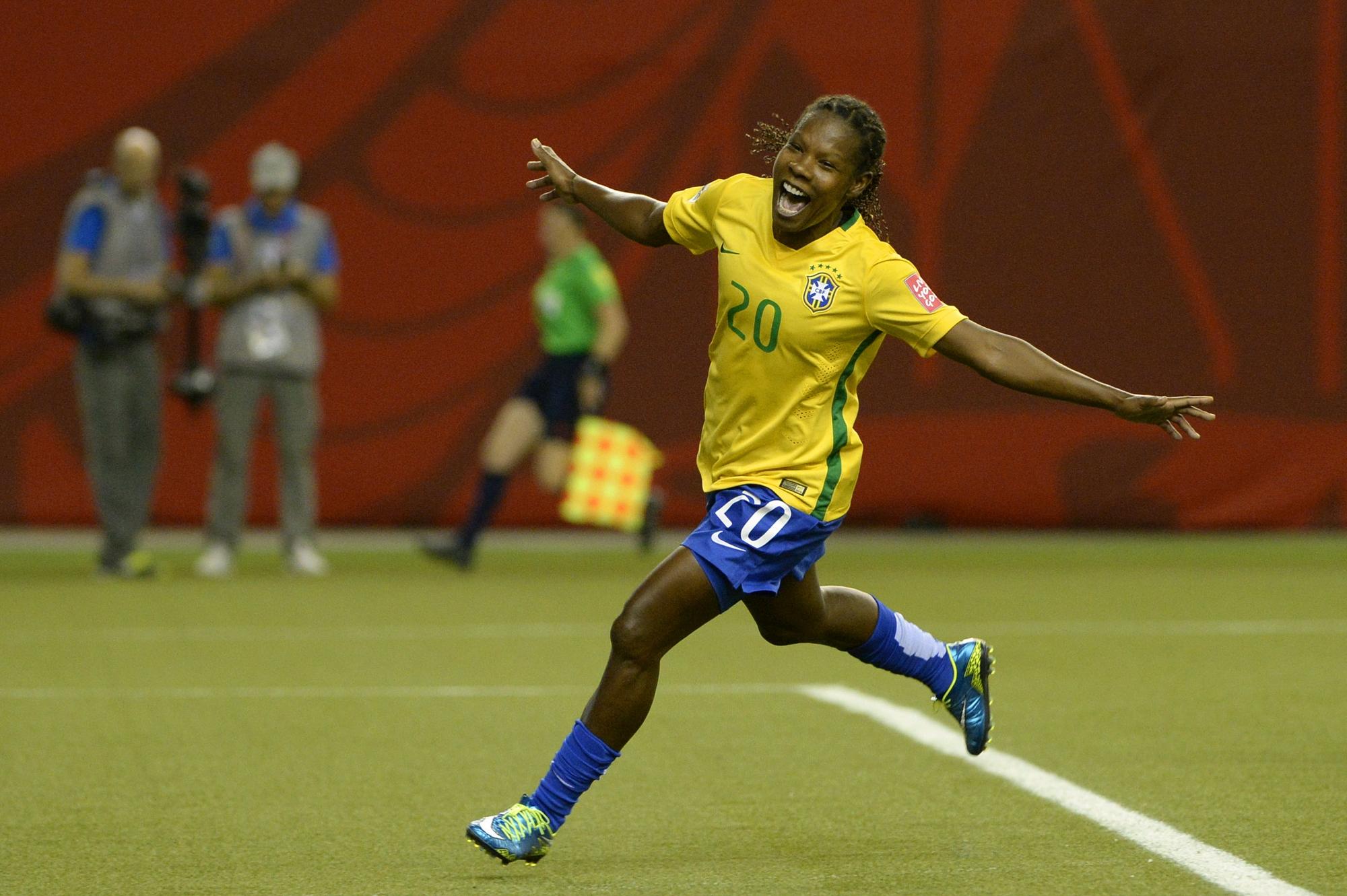 Trabalho de formiguinha  a trajetória de Formiga no futebol feminino  vídeo c1d32429a3d37