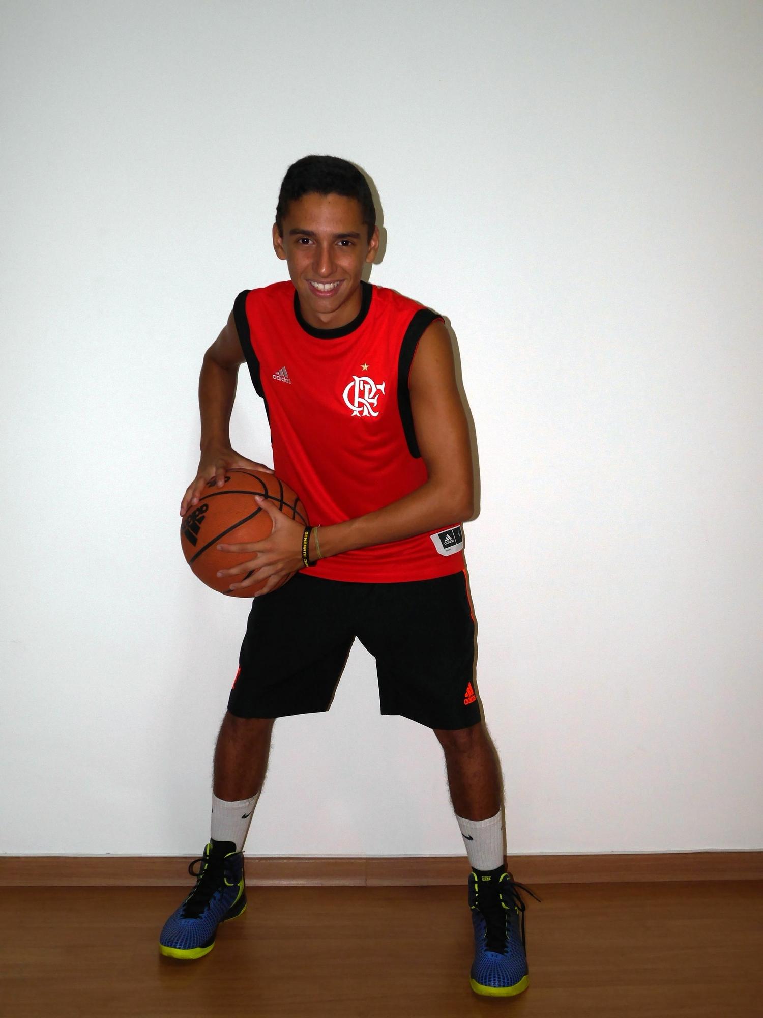 ff1d79d74e Hugo Andrade inicia boa temporada no sub-15 de basquete do Flamengo