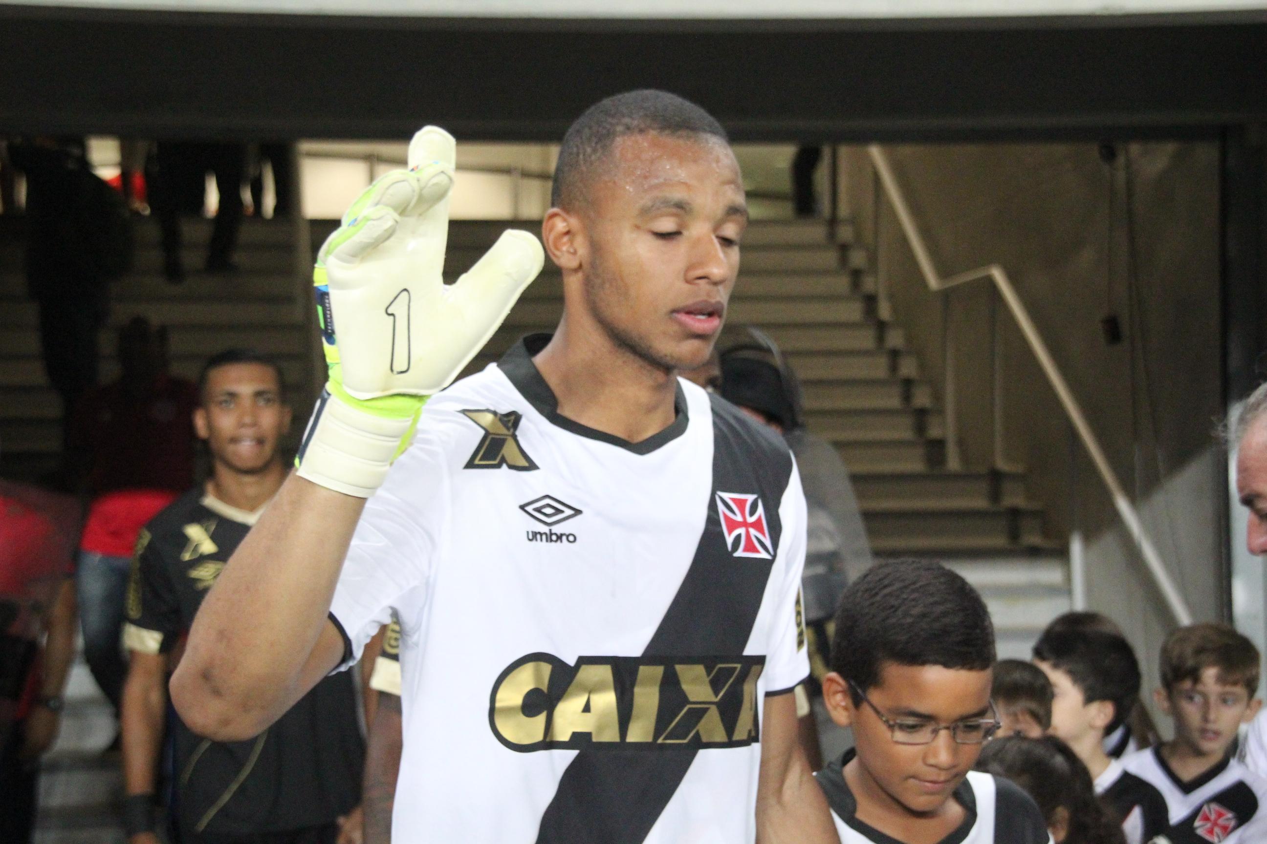 9d8f099d3b Curtinha  Vasco cria nova camisa de goleiro em cima do uniforme branco