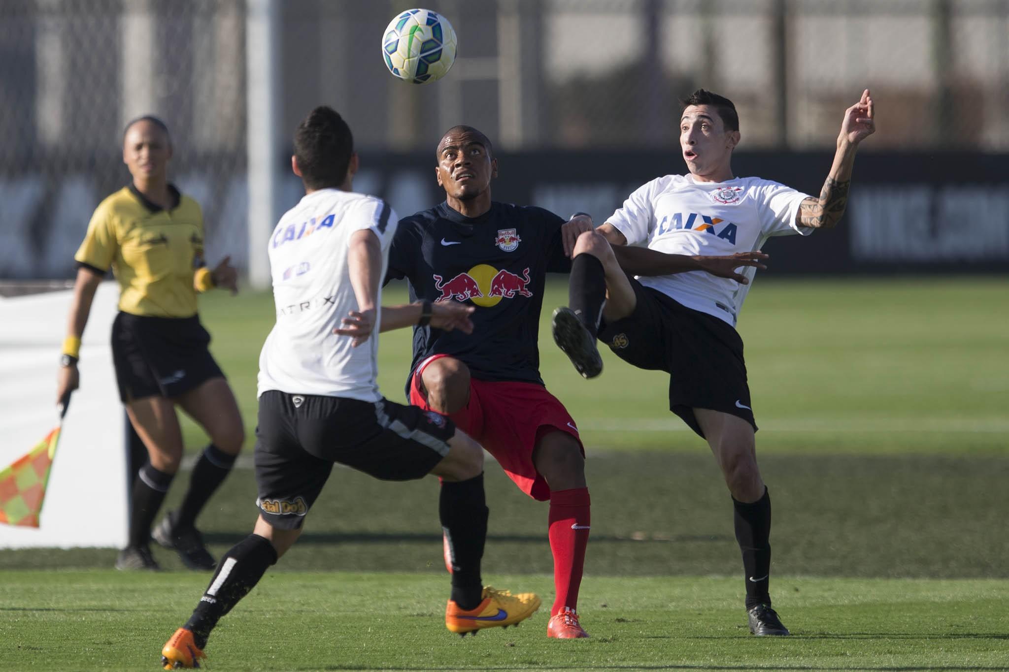 Rodriguinho faz dois e comanda vitória do Corinthians em jogo-treino 8f3a0a31eb9e5