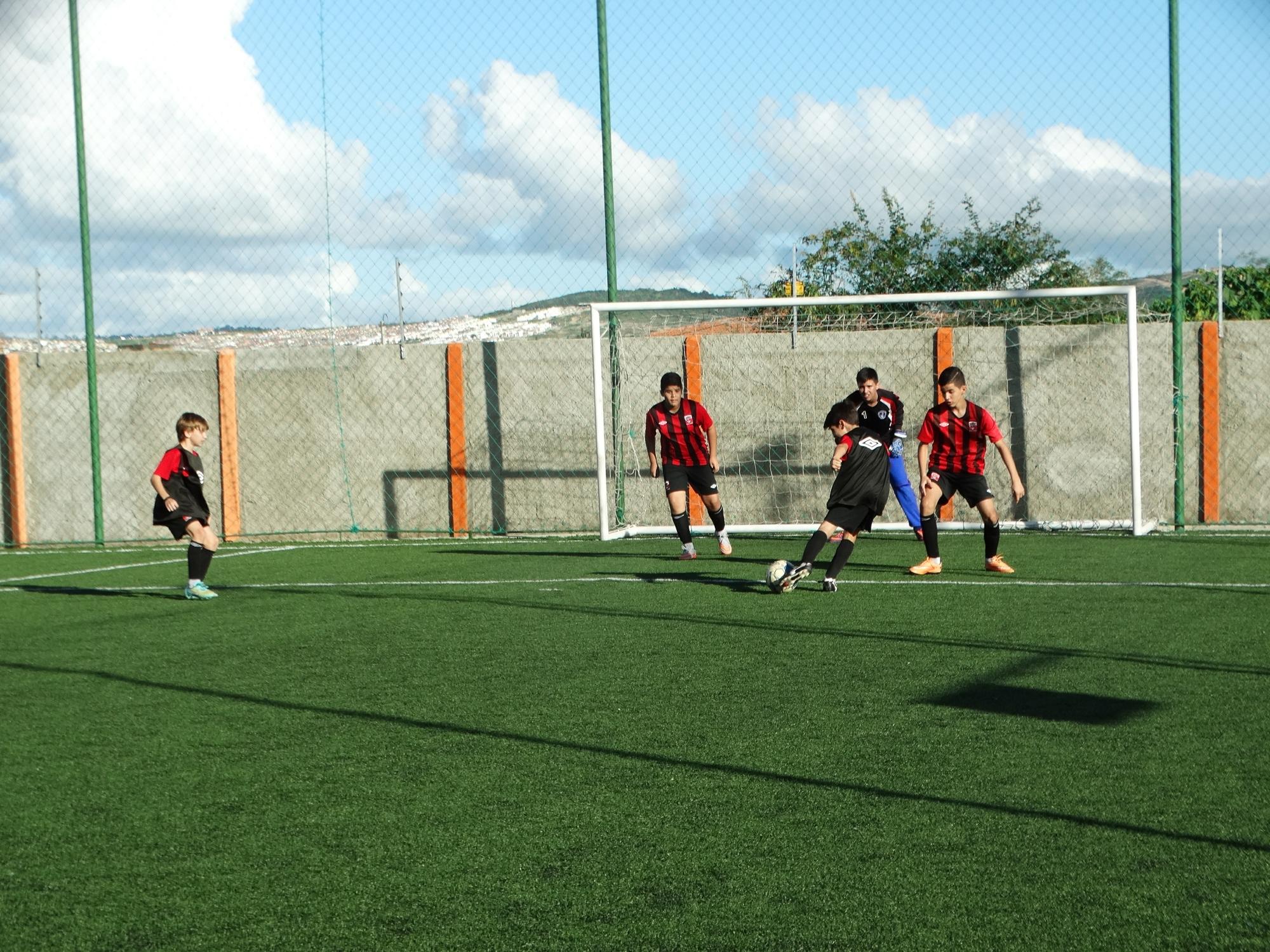 Cinco garotos da Escola Furacão Caruaru vão treinar em Curitiba 969fdae3680ca