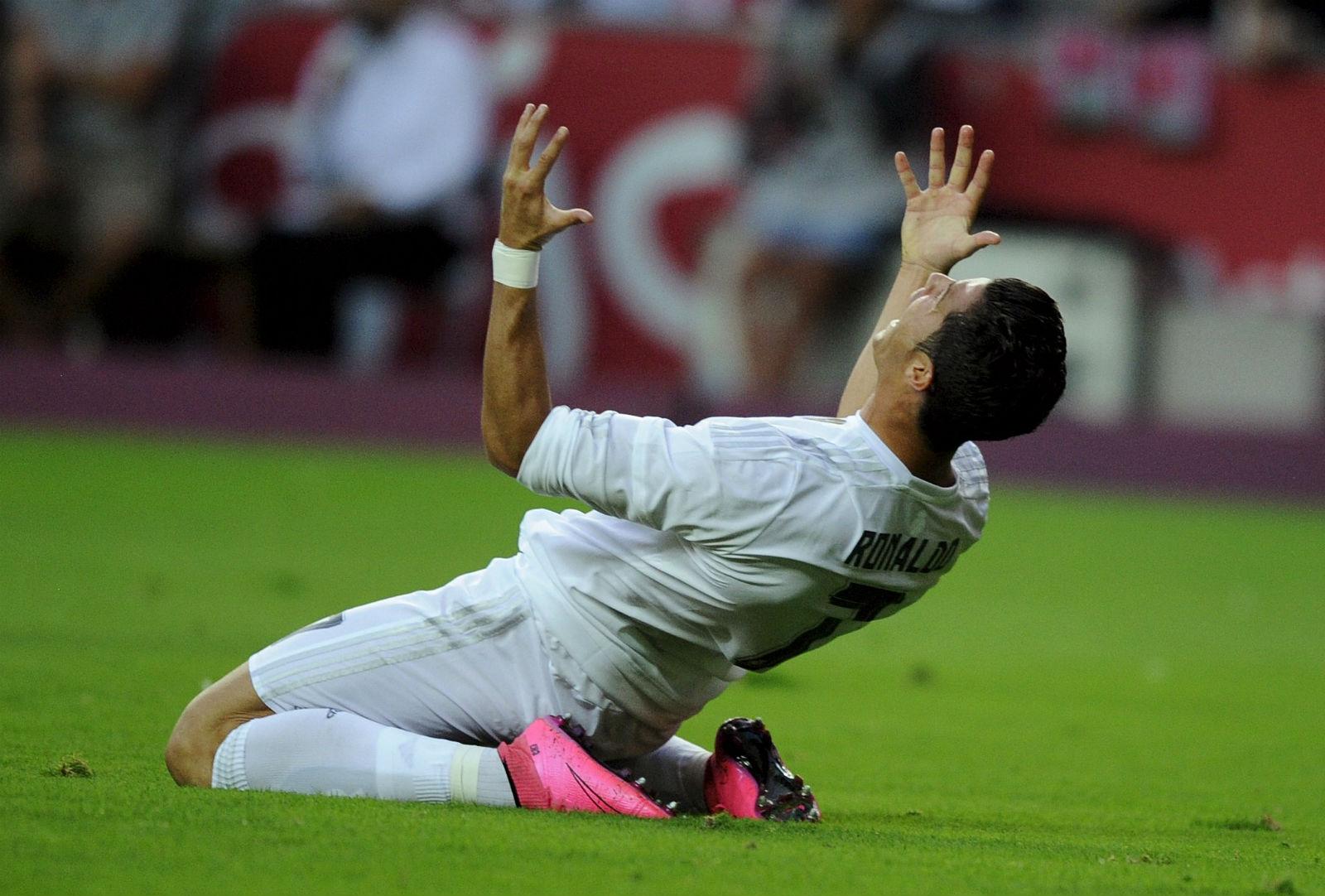 46aed392a7 Cristiano para no goleiro