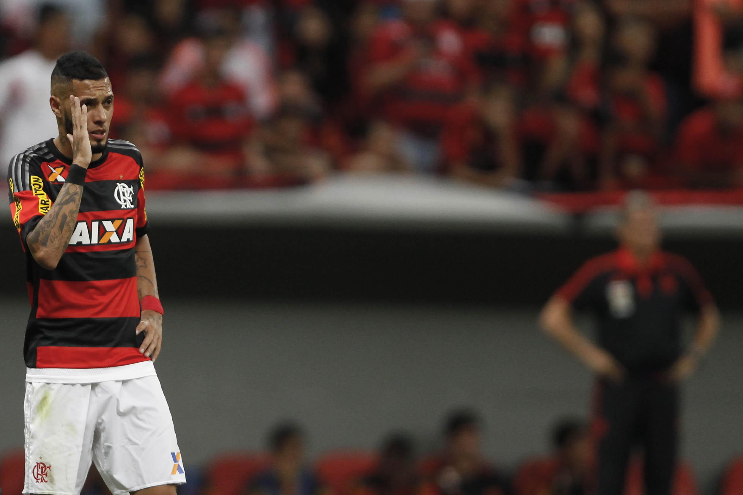 53332e13e4 Paulinho chega ao Santos com saldo negativo com a torcida