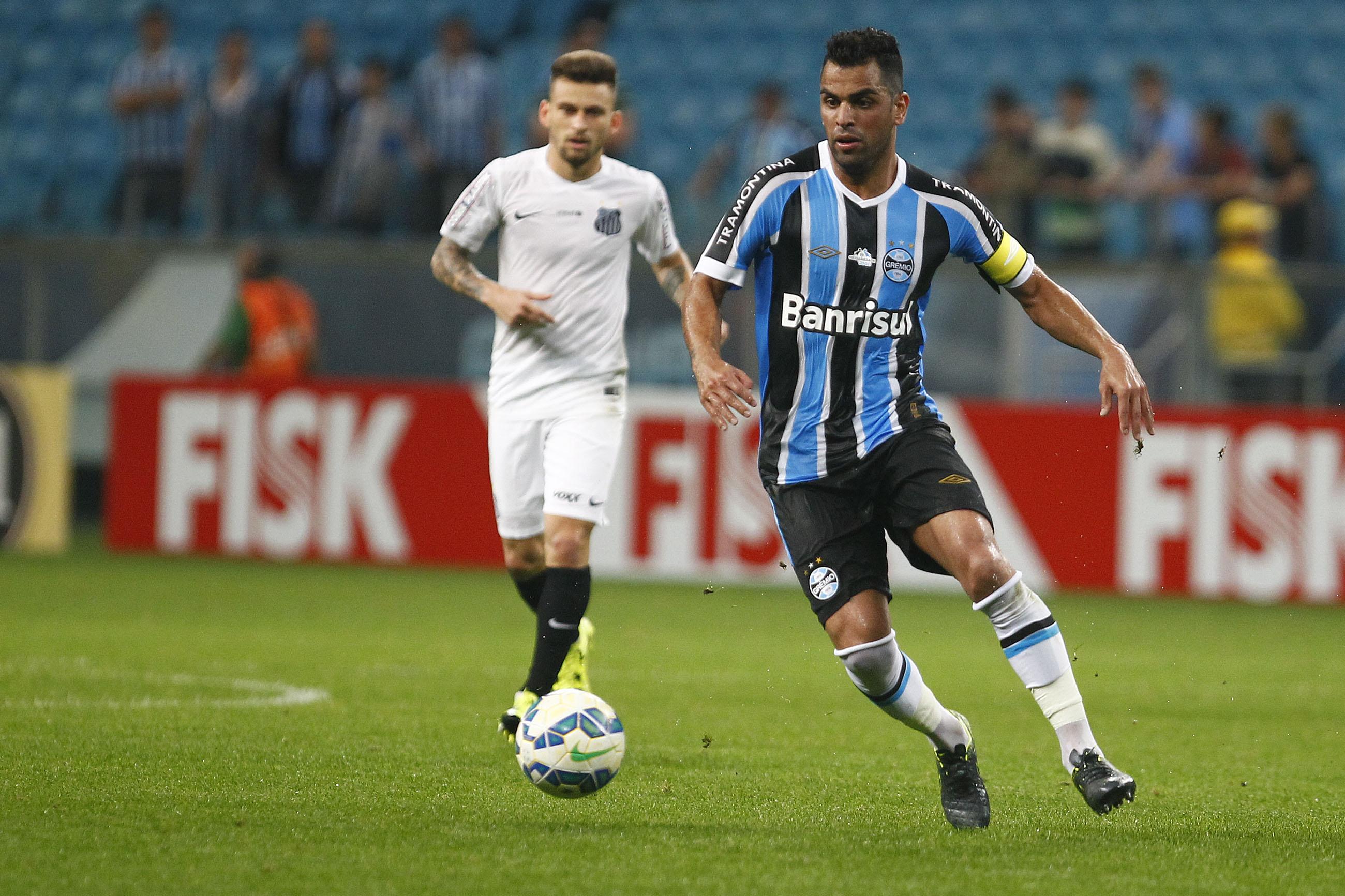 Presidente do Grêmio garante que Maicon e Geromel ficam para 2016 6674bbbaf32a1