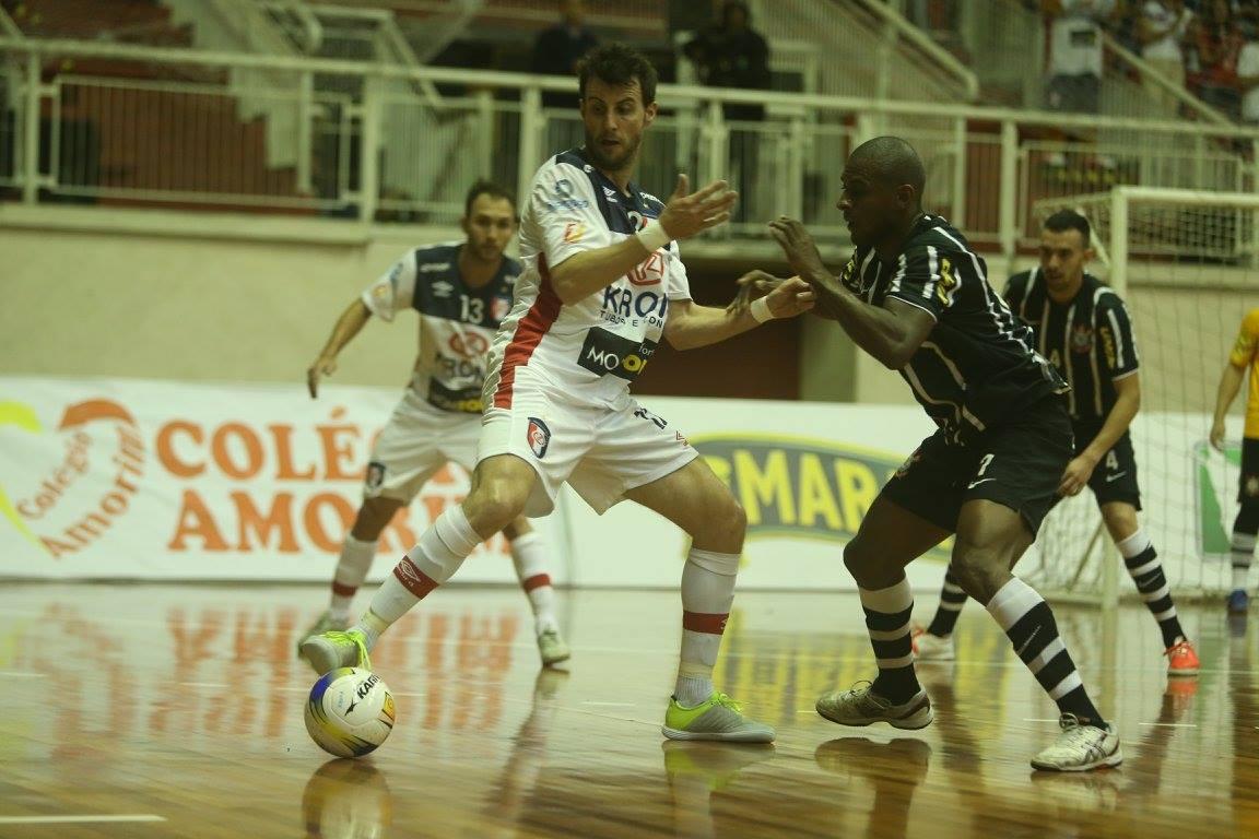 d48203cfd8 Corinthians reage no segundo tempo e empata com Joinville fora de casa