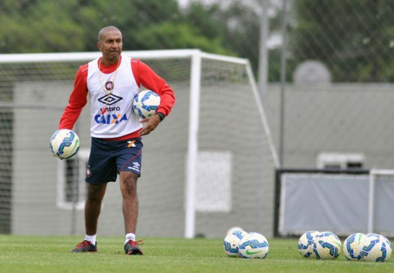 Cristóvão Borges planeja fazer testes no Furacão na reta final do Brasileiro 8944b734abb9f