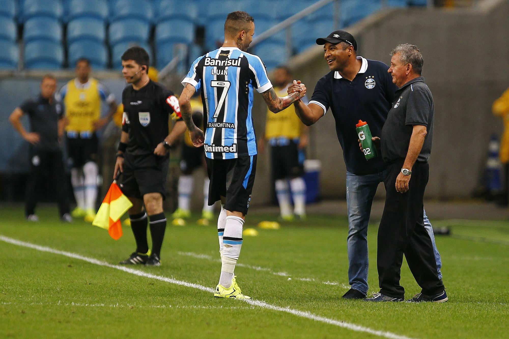 d4aa2f00ba9a9 Luan divide méritos de Renato no título