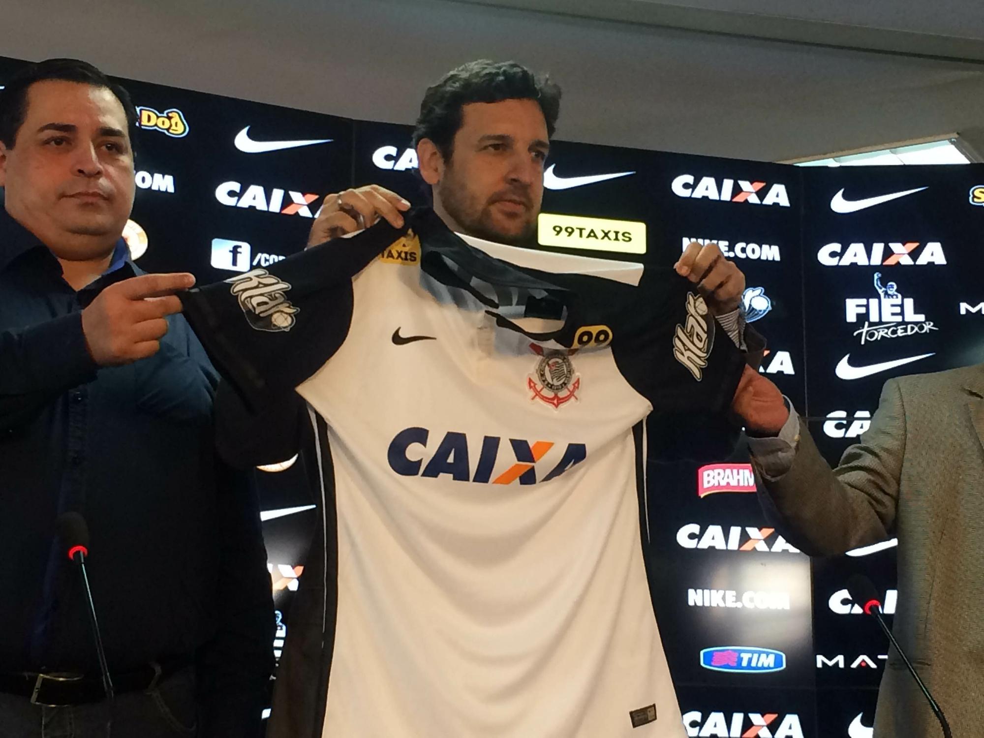 ecbb5b6fec Corinthians anuncia patrocínio e trabalha por