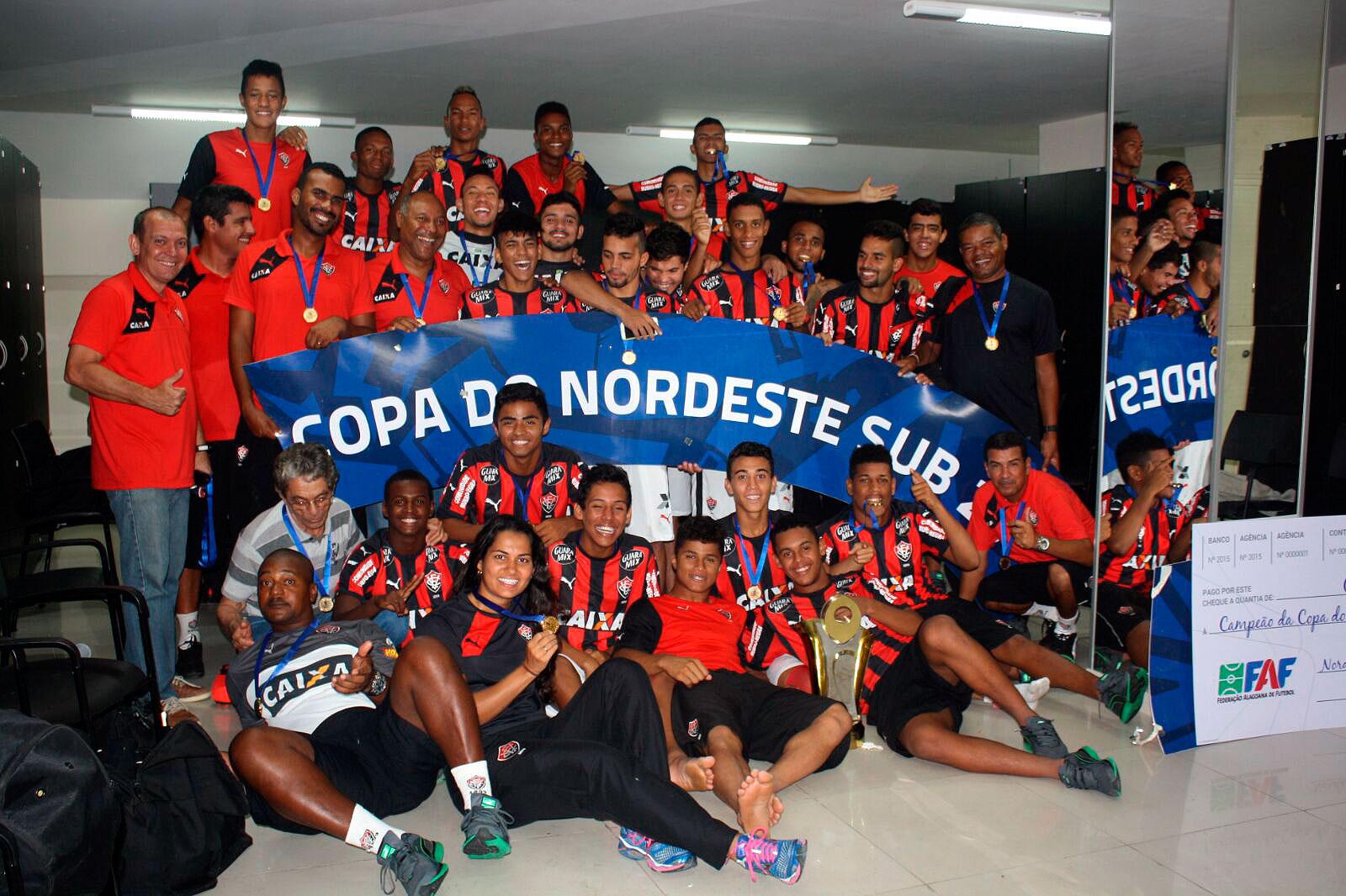 É campeão  presidente do Vitória comemora título do Nordestão Sub-20 4c3dfeb2c03d6