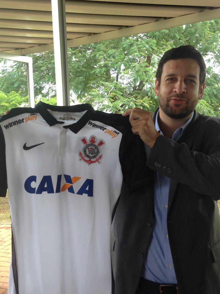 0e95c6772 Corinthians anuncia patrocínio e quer camisa mais valiosa  R  60 milhões