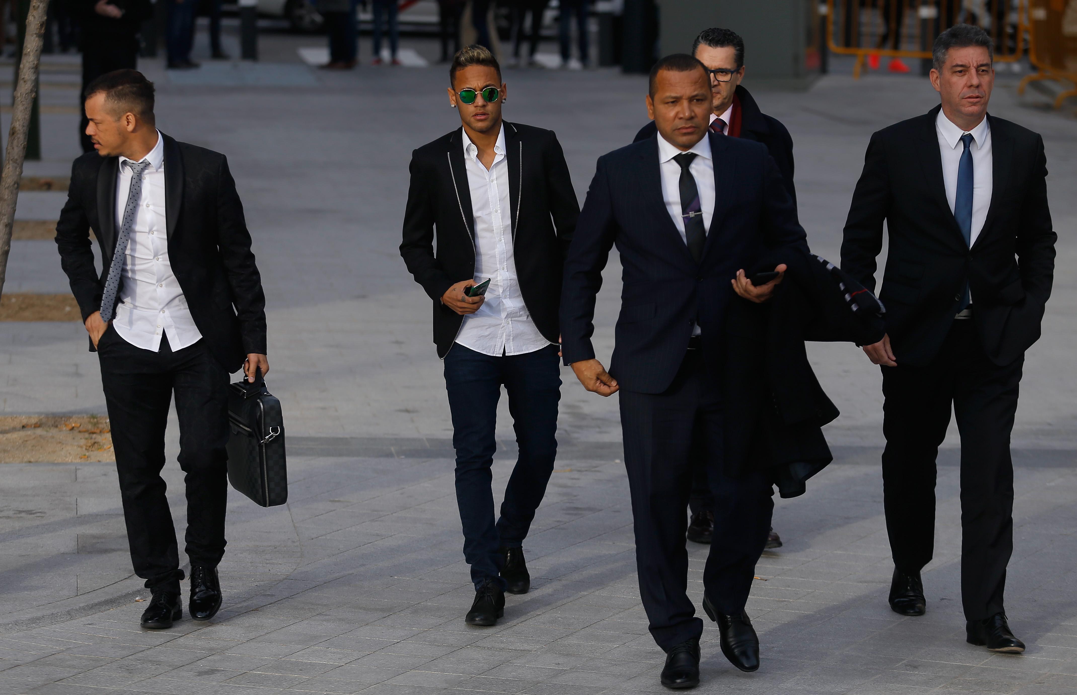4d01b78d166af Processo contra Neymar e o pai é reaberto pela Justiça da Espanha