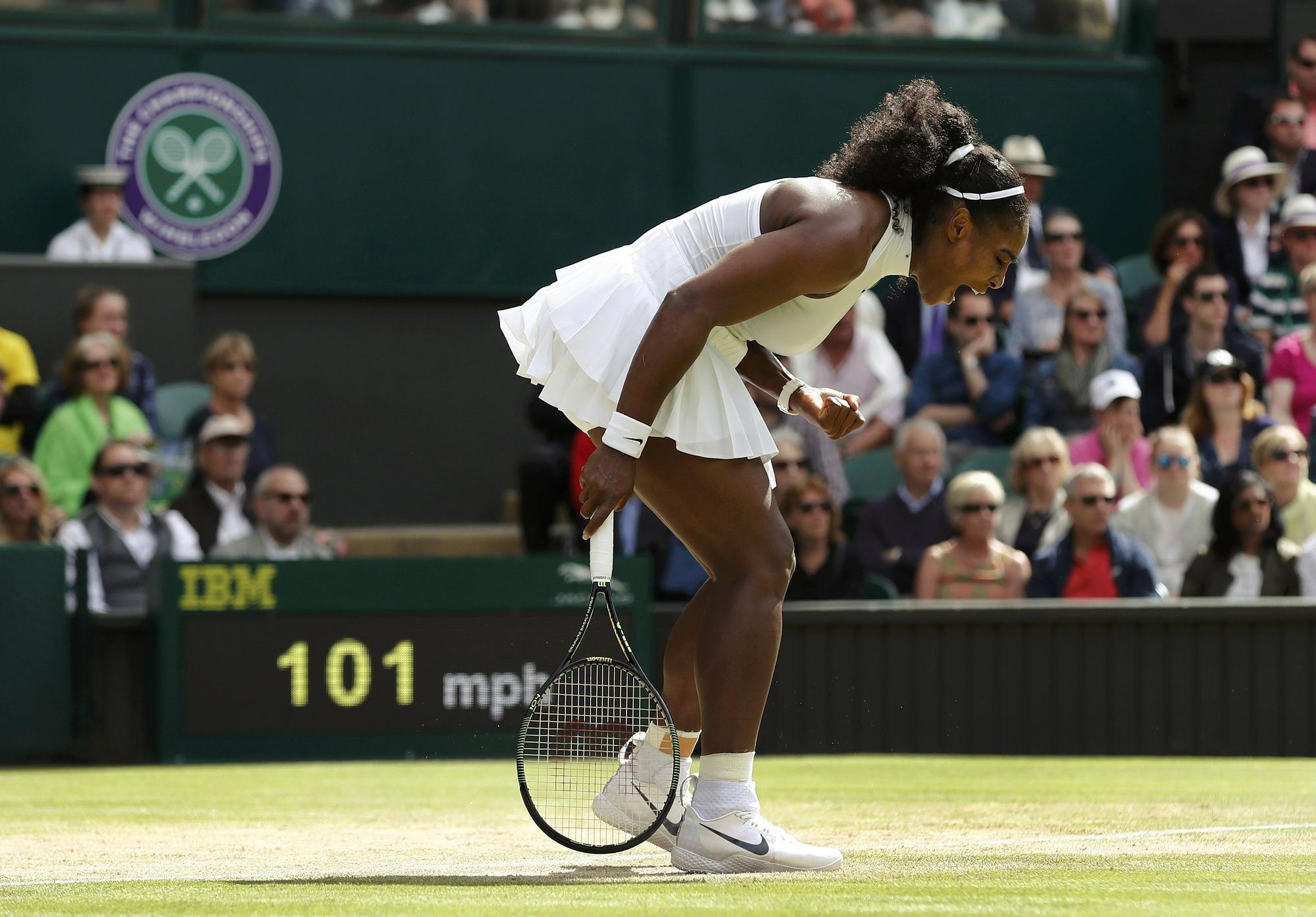 2279eaaec40 Serena oscila
