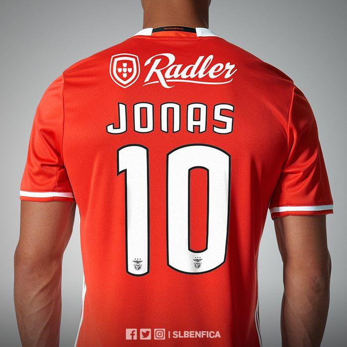 on sale 74b59 f1212 Escolhido melhor da Liga de Portugal, Jonas assume a camisa ...