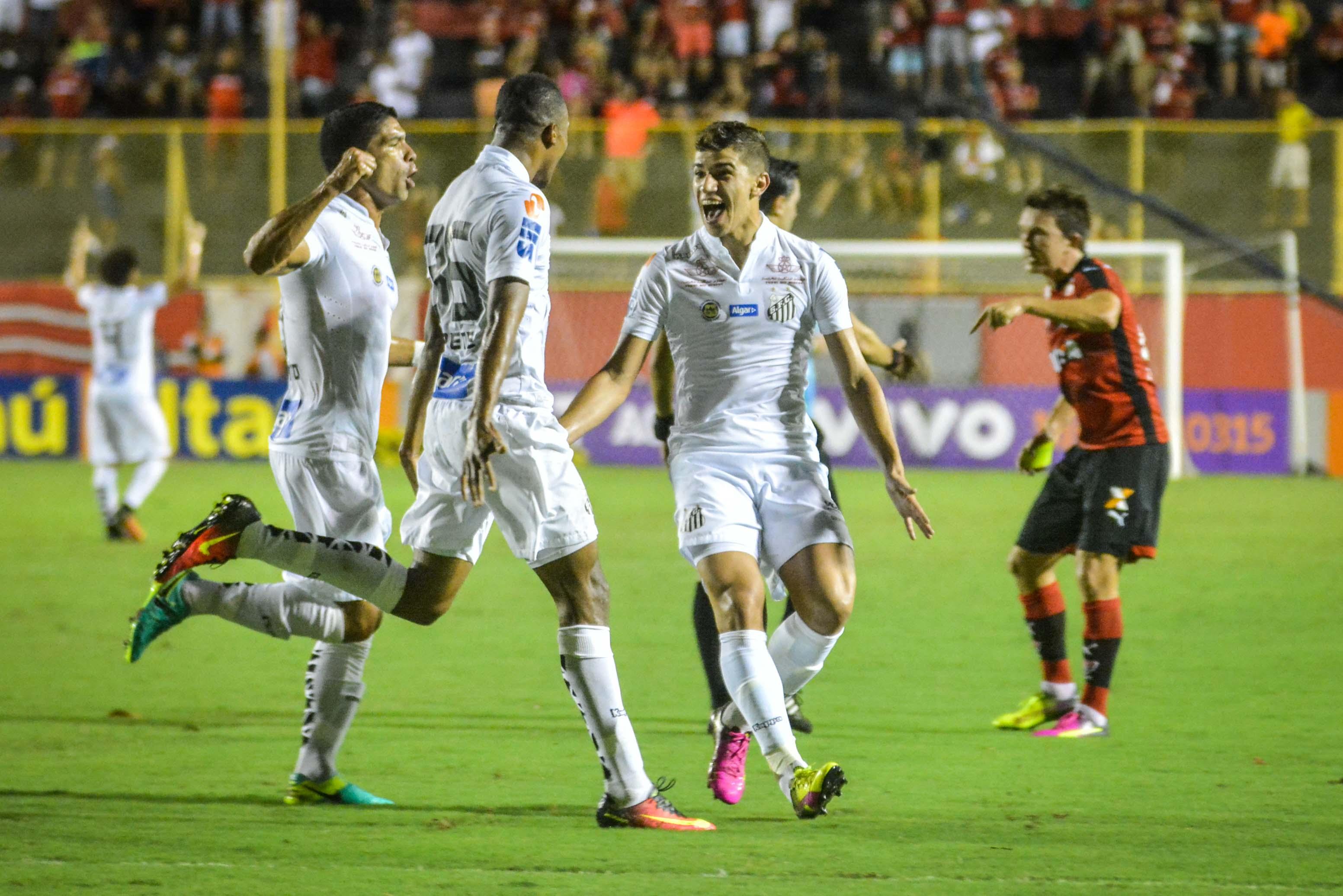 d95ae69fed Santos vence jogão contra o Vitória em Salvador e embola disputa no G-4